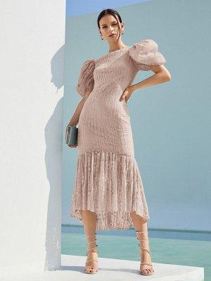 Кружевное платье-русалка с пышным рукавом