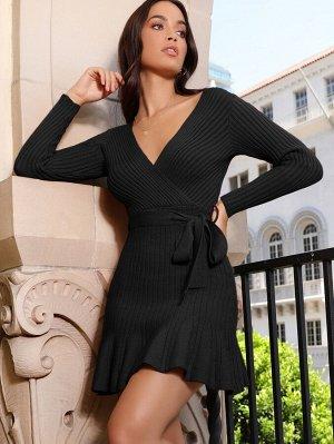 Платье с v-образным воротнком и поясом