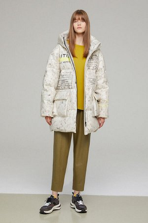 Куртка Ультрамодный укороченный пуховик оверсайз из нового немнущегося и непромокаемого технологичного материала на силиконовой основе. Пуховик на прорезиненной молнии с крупными карманами-портфелями