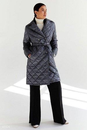 Длинная стеганная куртка серого цвета
