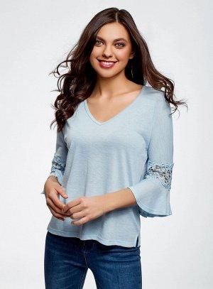 Блузка трикотажная с кружевными вставками на рукавах
