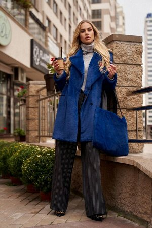 Пальто Пальто Vesnaletto 2897-4  Состав: ПЭ-100%; Сезон: Осень-Зима Рост: 164  Пальто двубортное, прямого силуэта, выполнено из искусственного меха.Воротник пиджачного типа, застежка на пришивные кно