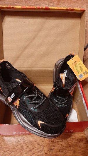 Красивые дышащие кроссовки