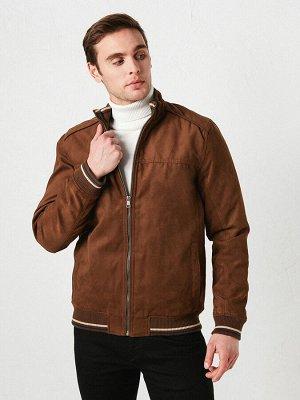 Замшевое короткое пальто с ремешком на шее