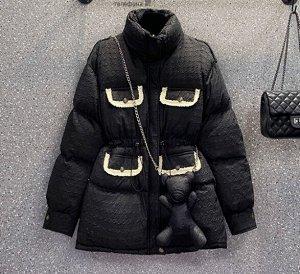 Зимний пуховик с аксессуаром в виде медведя