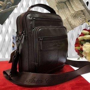 Мужская сумка Selece из мягкой натуральной кожи с ремнем через плечо кофейного цвета.