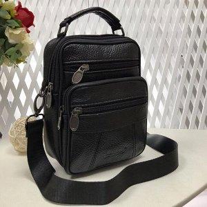 Мужская сумка Massimo из мягкой натуральной кожи с ремнем через плечо чёрного цвета.
