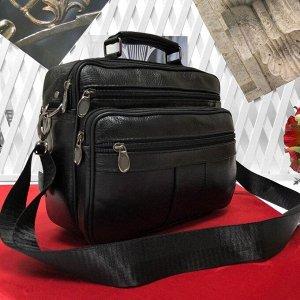 Мужская сумка Teffy из мягкой натуральной кожи с ремнем через плечо чёрного цвета.