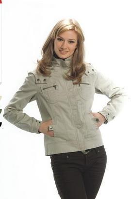 Хорошая качественная куртка, цвет темный во Владивостоке
