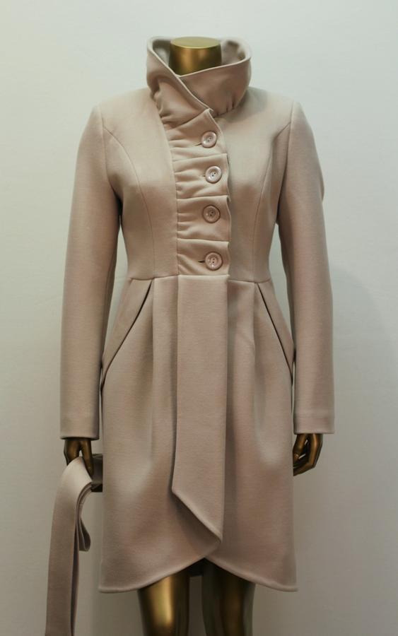Хорошее пальто из плотной ткани во Владивостоке