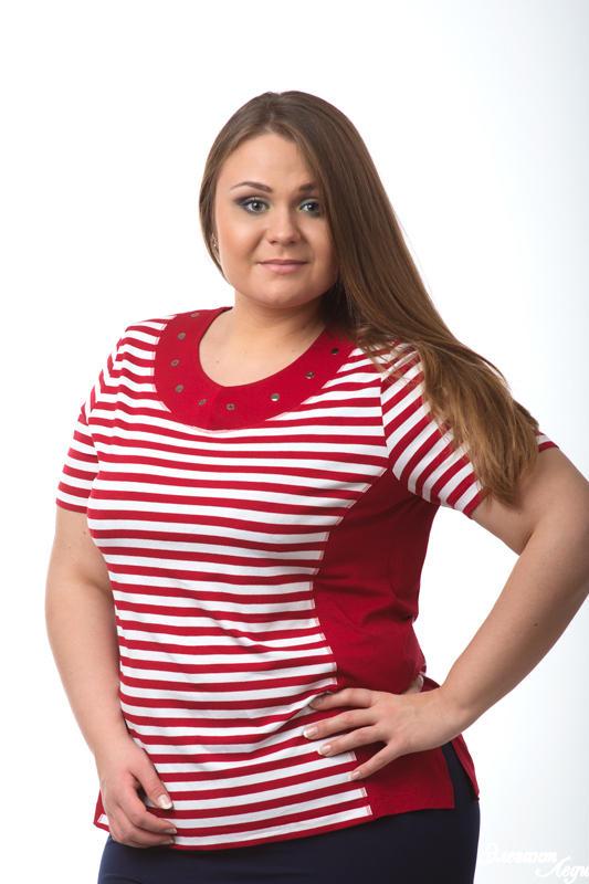 яркая футболка  на 54 размер во Владивостоке