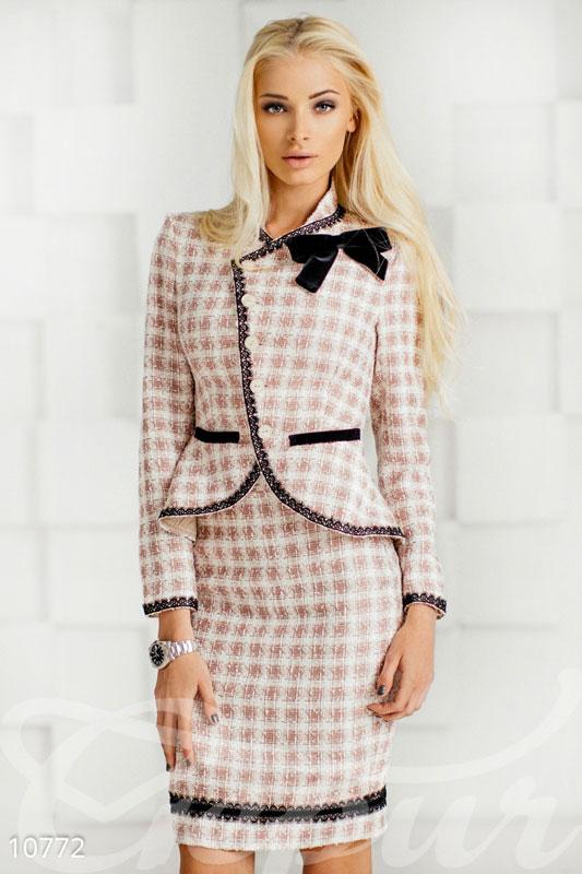 Симпатичный костюм. Пиджак+юбка во Владивостоке