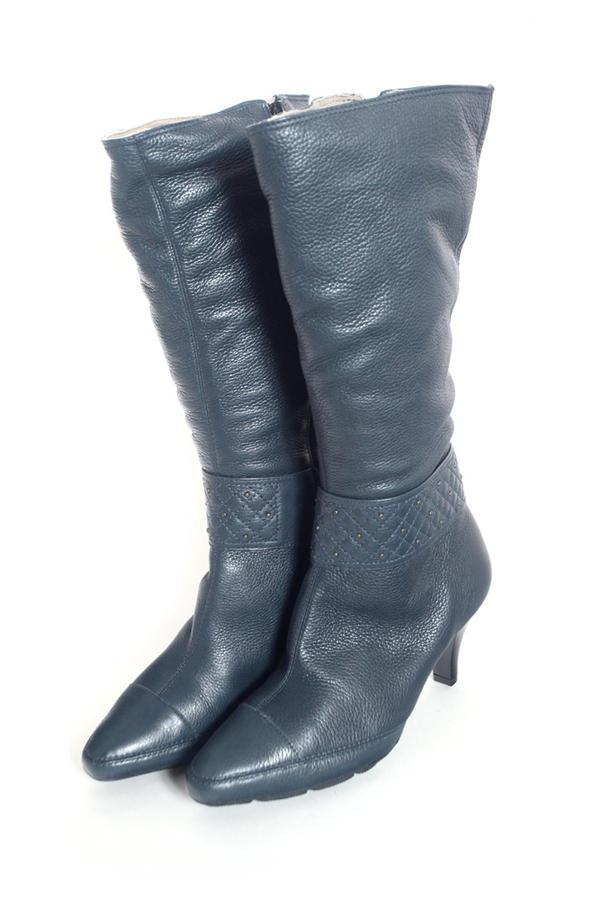 Для поклонниц стиля винтаж. Кожаные сапожки на 37 размер за 1500 рублей . Реальные фото во Владивостоке