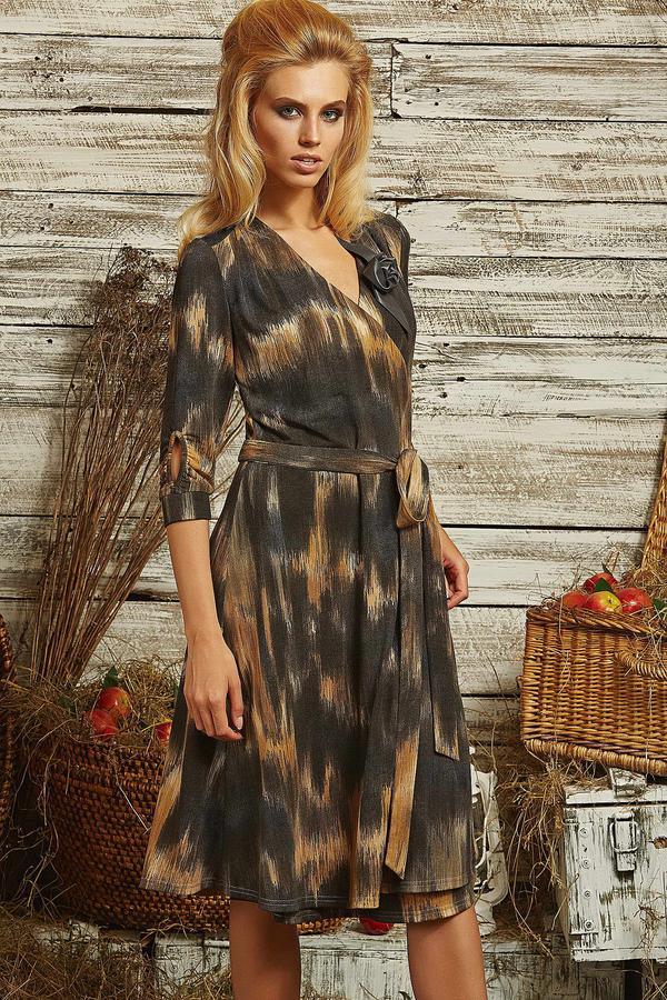 Продаю женское платье интересного фасона,яркой расцветки. Цвет бордо во Владивостоке