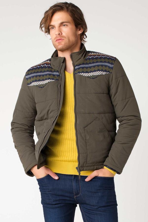 Куртка %100 Poliamid Параметры модели: Рост: 1,87м, грудь:100см,  талия: 83см, бедра: 100см Надет размер: M