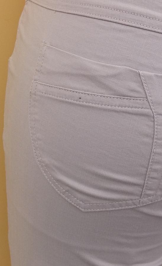 Брюки Стильные брюки прямого кроя. Посадка выше средней. Застежка на молнию и пуговицу, два кармана спереди и два сзади, шлевки для ремня. Материал хлопок-стрейч отлично сидит, создает комфорт. Длина
