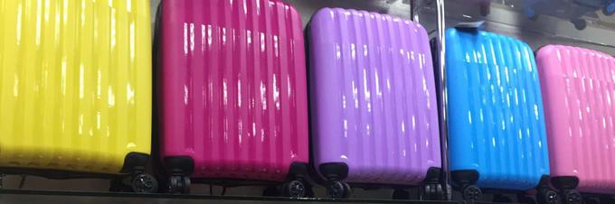 чемодан 20 дюймов (49/55*38*23см), вес всего 2,3кг.  49 см замер без колес, 5см - с колесами.  Данная модель имеет малые размеры, что позволяет Вам, при совершении авиаперелетов, брать багаж на борт с