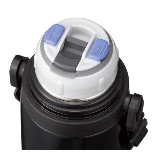 Термос Термос с металлической колбой Peacock 970 мл -Колба устойчива к удара -Крышка со сливным клапаном, разборный клапан -Ремень для переноски -Малый вес и компактный размер Объем: 970 мл Термоизоля