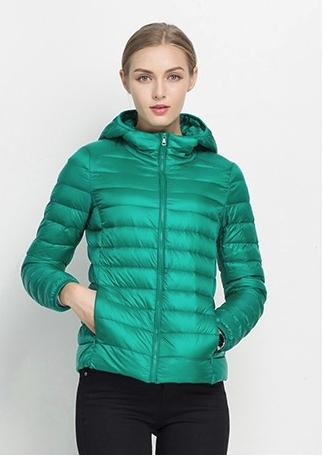 Ультралегкая женская куртка с капюшоном, цвет изумрудно-зеленый