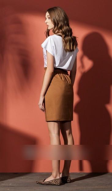 Юбка миди Хлопок 76%, полиэстер 22%, эластан 2%Рост: 170 см. Летняя юбка из легкой хлопковой ткани прямого силуэта, длиной выше колена. Талия завышенная с поясом на резинке и цельнокроеной рюшей. Боль