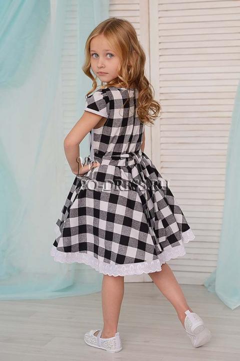 Платье Платье из хлопковой ткани с принтом.  Сзади застегивается на молнию и завязывается на поясок.  ***  Замеры платья: р.26-ОГ 31х2, ОТ 28х2, длина изделия от плеча 60 см р.28-ОГ 32х2, ОТ 29х2, дл