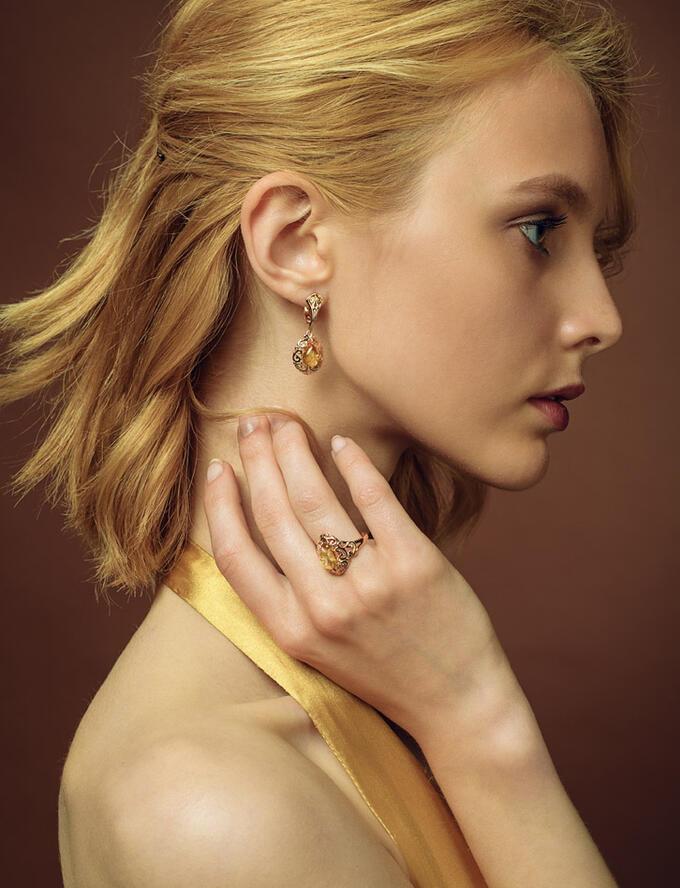 Яркое нарядное кольцо из позолоченного серебра и янтаря «Луксор», 810004147