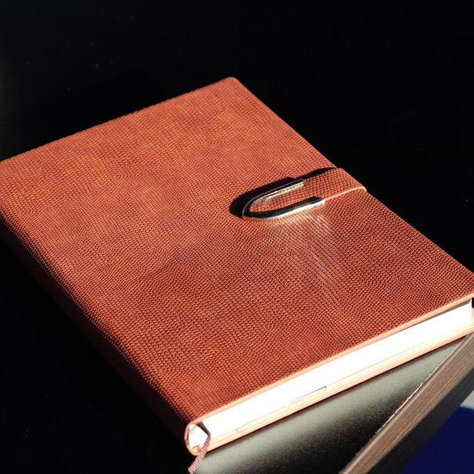 Ежедневник А4 формат! Большой, красивый ежедневник, с обложкой из эко кожи, под рептилию! Закрывается на магнитный замок. Выглядит очень представительно! Большая редкость, шикарный ежедневник формата
