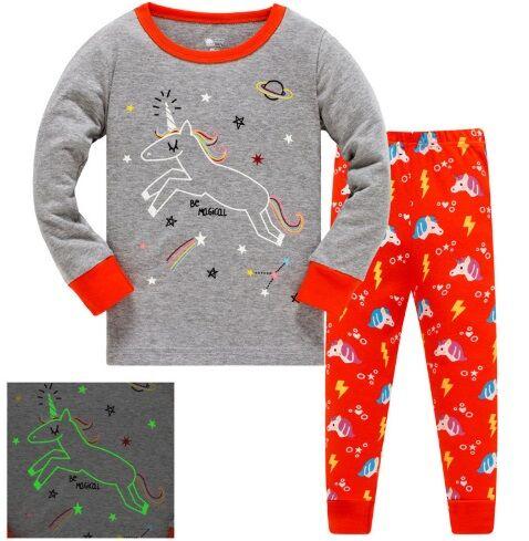 Пижама Пижама. По отзывам маломерит, можно взять на 1 размер больше. Ночью светится. 2Т(90 см) 3Т(95 см) 4Т(100см) 5Т(110 см) 6Т(120 см) 7Т(130 см) 8Т(140 см)