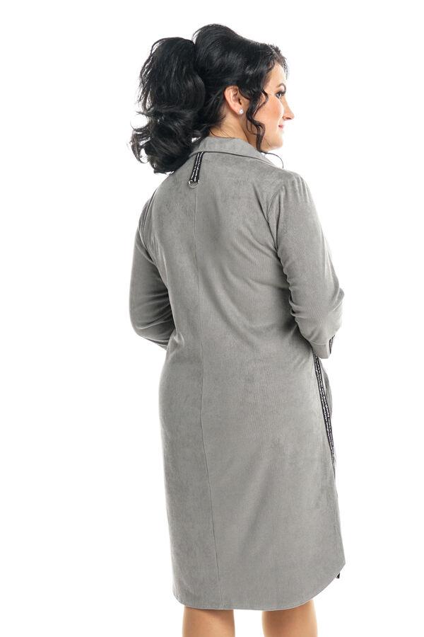 Платье Длина платья: Ниже колена; Материал: Микровельвет; Фасон: Платье; Длина рукава: 3/4 рукав Платье спортивное микровельвет с лампасами с эмблемой серое Длина изделия 50 размера по спинке - 94 см.