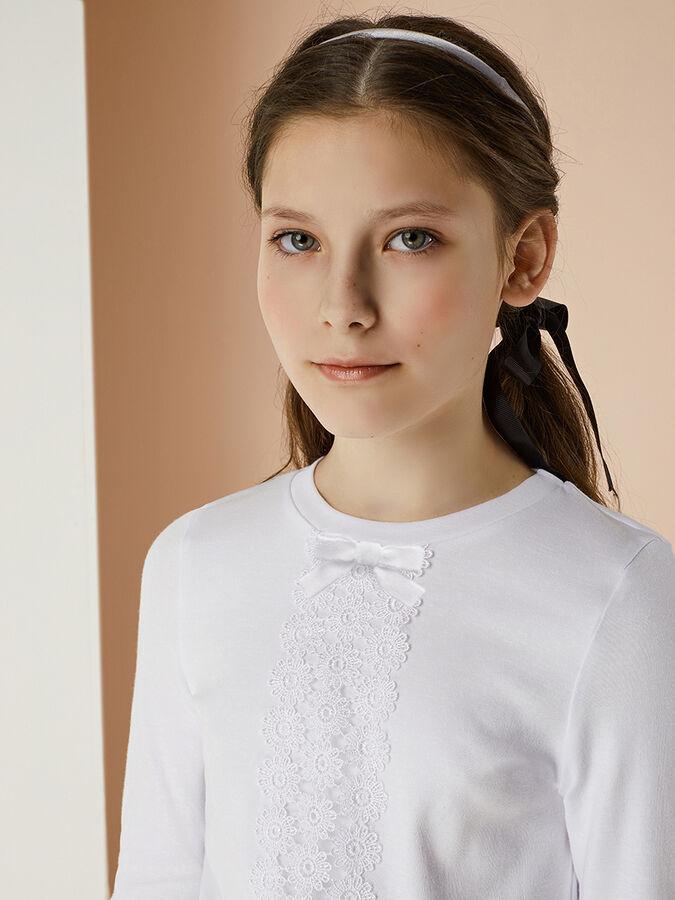 Джемпер Джемпер 2074.006.462 для девочки с длинным рукавом. Выполнена из хлопкового трикотажа найвысшего качества пенье.  Украшено кружевом по переду и бантиком. Интерлок  Цвет: белый  100% хлопок