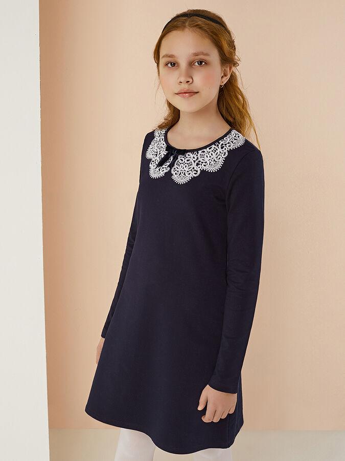 Платье Платье 2074.013.632 для девочки с длинным рукавом. Платье прямого силуэта немного расклешенное к низу. Выполнено из натурального хлопка с добавлением небольшого количества лайкры для лучшей изн