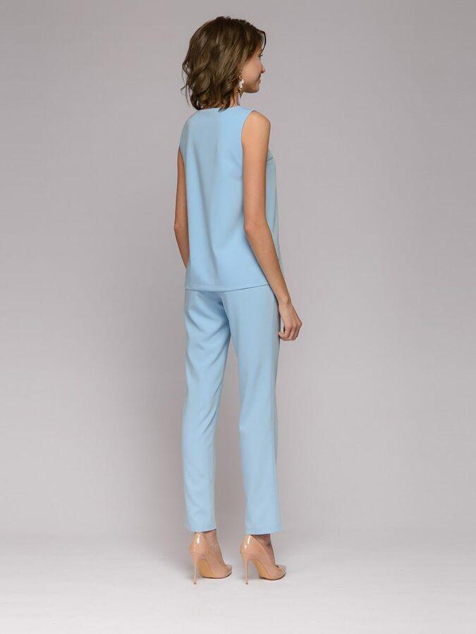 Комплект голубой из брюк и топа с темно-синим поясом