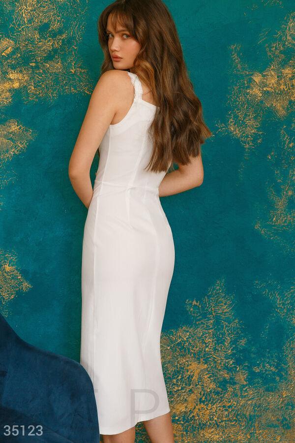 Лаконичный белый сарафан