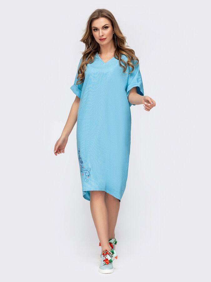 Платье Голубое платье из льна с вышивкой по низу. Изделие с удлиненной спинкой. Рукав цельнокроеный.  На модели представлен 44-46 размер:  длина по спинке – 113 см; длина рукава (от горловины) – 36 см