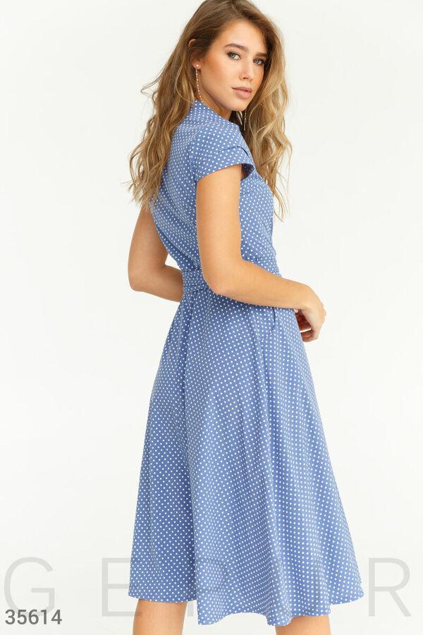 Лаконичное платье-миди