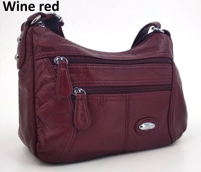 Сумка Практичная и очень вместительная сумочка кроссбоди из искусственной кожи. Внутри есть разделительное отделение на молнии посередине, карман на молнии и два маленьких кармашка для мелочей. Подкла