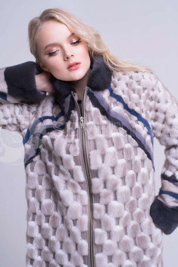 Пальто из норки со вставками кожи ягненка.
