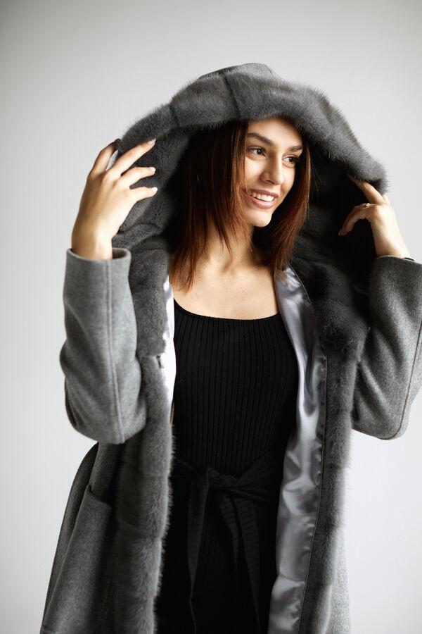 Пальто под пояс с капюшоном
