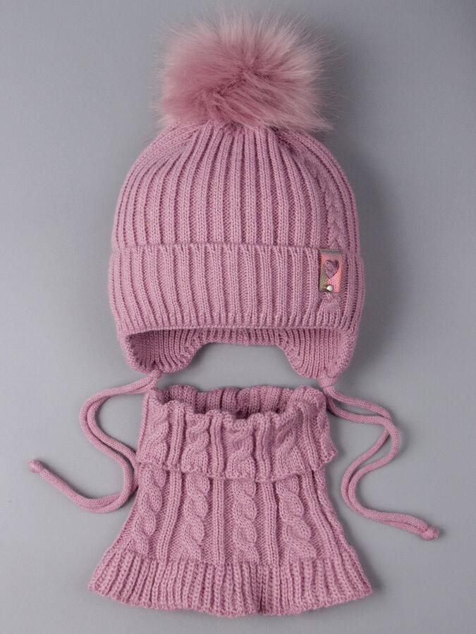 Шапка вязаная для девочки с помпоном на завязках, нашивка с сердечком + манишка, тускло-розовый в Новосибирске