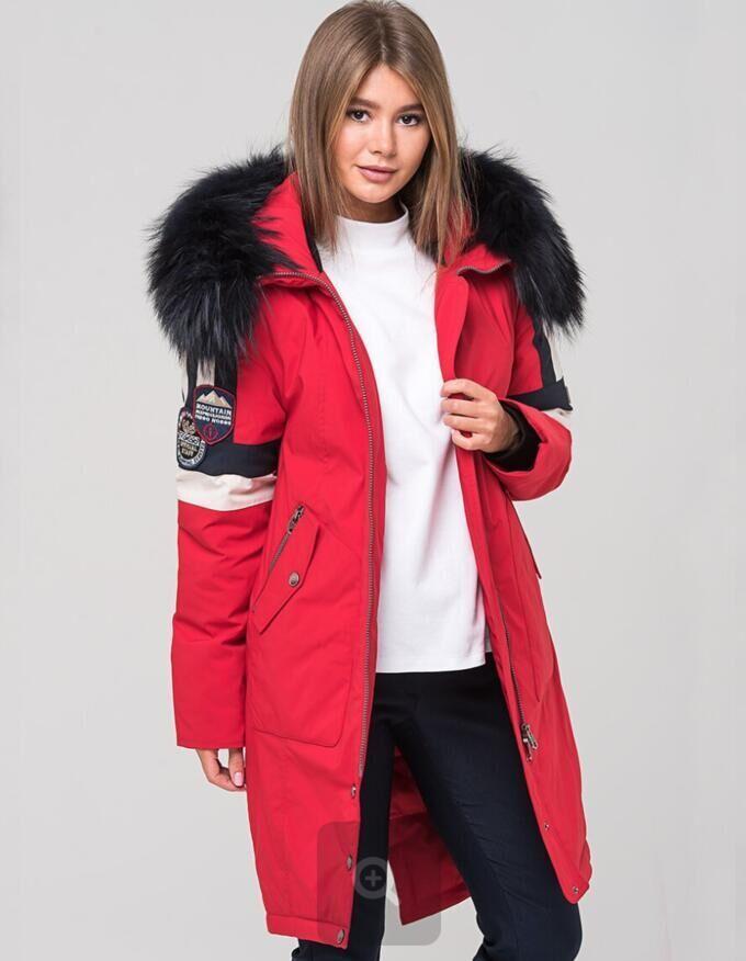 """Парка зима Зимняя женская удлинённая парка с капюшоном торговой марки FERGO. Особенностью модели является модная тенденция смены длины изделия: длина сзади чуть больше длины переда, так называемый """"хв"""