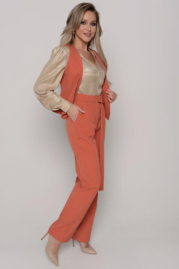 Брюки Длина брюк измеряется по боковому шву от линии верха до низа изделия  и для всех предлагаемых размеров (42 - 52) составляет 110 см. Ткань: плательно-костюмного ассортимента с матовой, гладкой, с