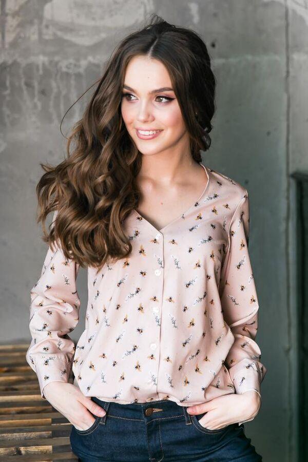 Блуза Материал: ниагара - легкая блузочная ткань. Состав: 50% вискоза, 39% полиэстер, 11% нейлон. Цвет изделия может отличаться на полтона от фотографии,размеры 42-56. Длина по спинке 62 см. Длина р