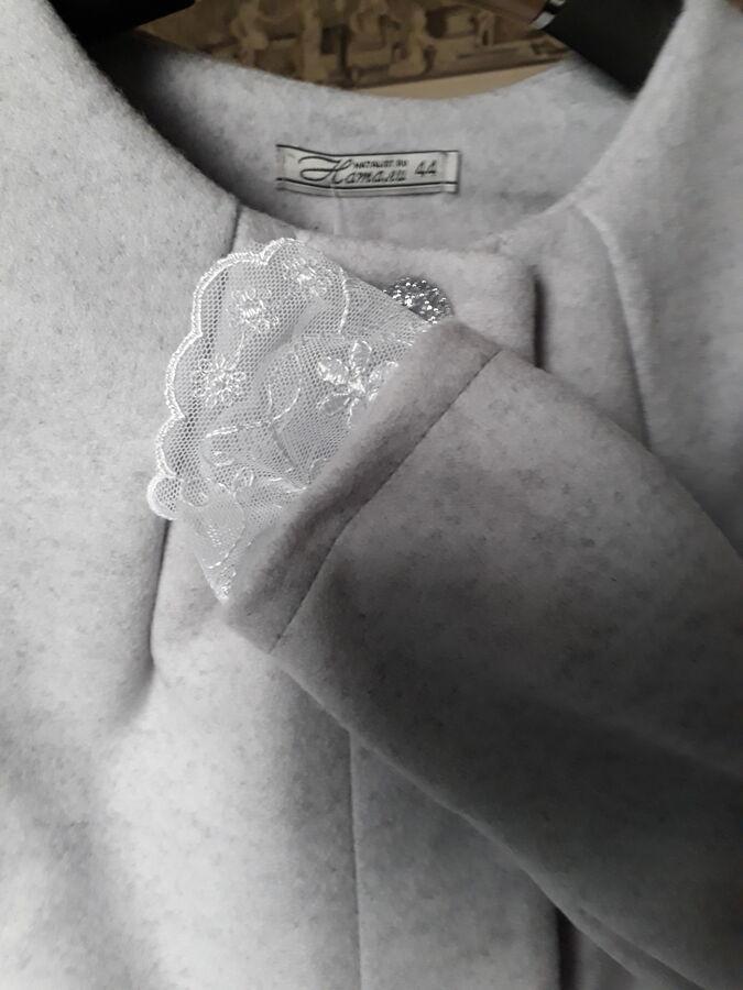 Жакет светло-серого цвета, фото внутри во Владивостоке