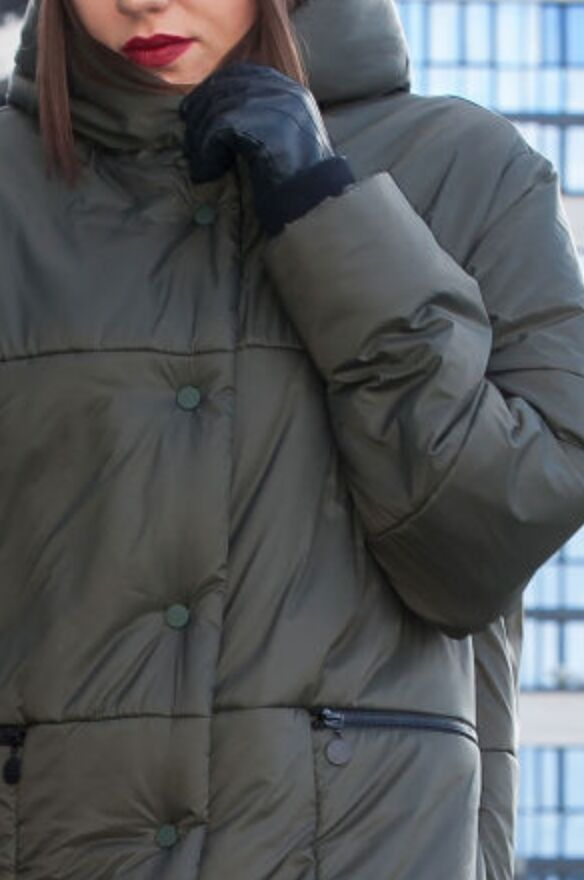 зима хаки ! Стильно зимнее стеганное пальто с капюшоном от LADY SECRET, станет вашим лучшим решением при выборе верхней одежды. Уникальный бельгийский утеплитель ISOSOFT и ветрозащитной мембранной под