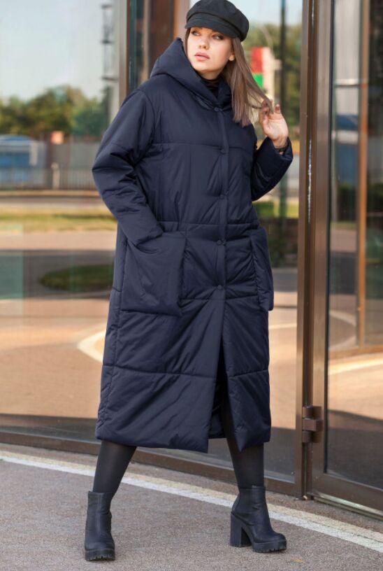 Деми Стеганное пальто с капюшоном и накладными карманами, рукав втачной на приспущенной пройме, застежка на кнопке. Изделия из ткани с водоотталкивающим эффектом, на прохладную осень/ теплую зиму.  Ун
