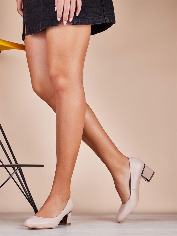 Туфли Страна производства: КИТАЙ Материал верха: Натуральная кожа Материал подкладки: Натуральная кожа Материал стельки: Натуральная кожа Цвет: Кремовый