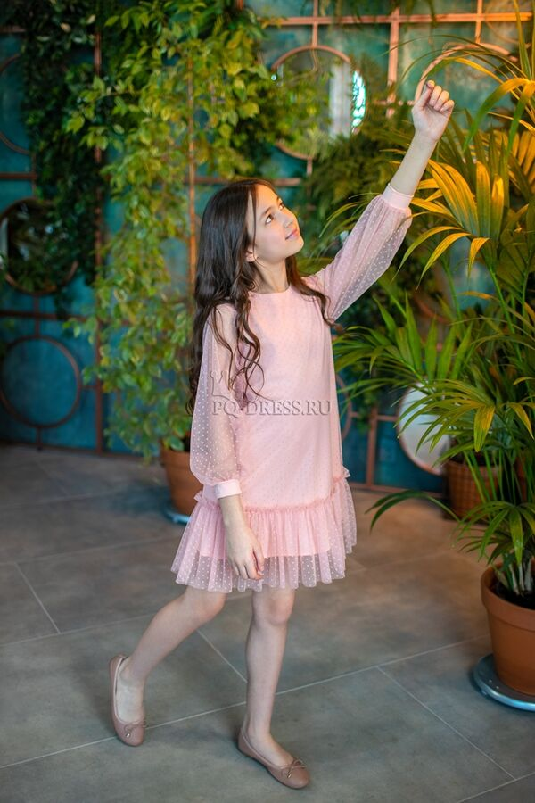 Платье Платье на трикотажной основе. Ткань очень мягкая, приятная к телу. Сверху сетка в горошек. Платье легко надевается, не стесняет движения. Застегивается сзади на пуговичку. Рекомендуется только