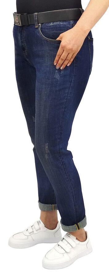 Джинсы Тип посадки: средняя; заужены к низу. Детали: застежка на молнию и пуговицу, три кармана спереди и два сзади, шлевки для ремня; ремень в комплекте;  Длина изделия (30 размер) по внешней стороне