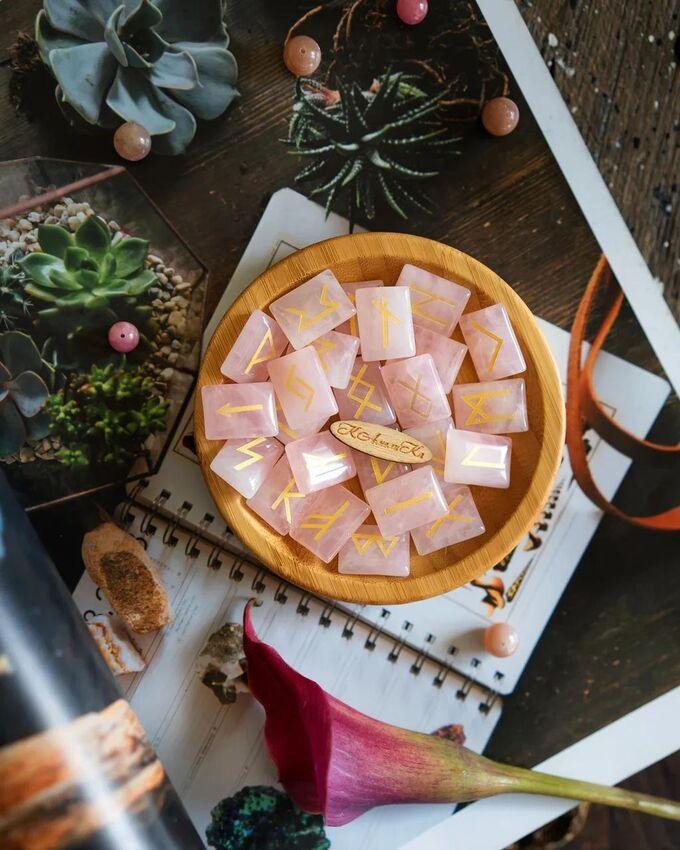Руны Скандинавские из розового кварца набор для гаданий