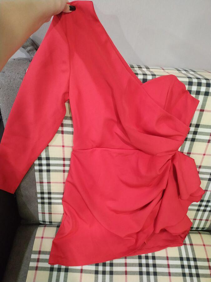 Асимметричное красное платье во Владивостоке